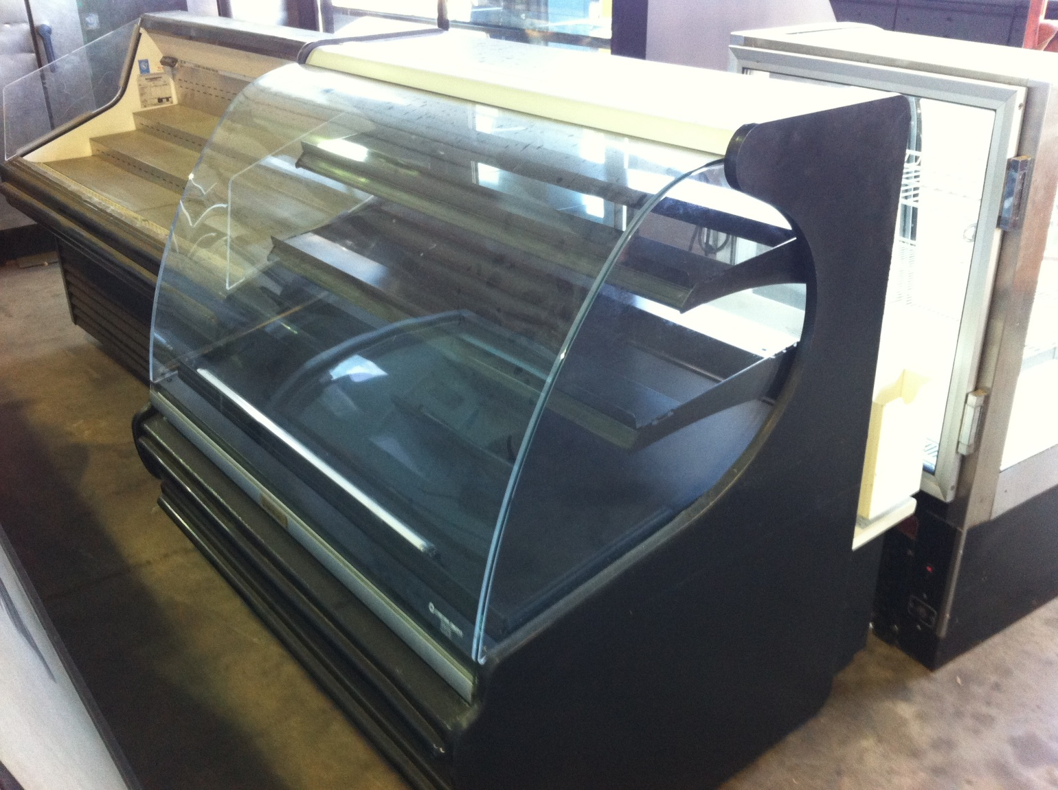 Display Case - Curved Glass 3