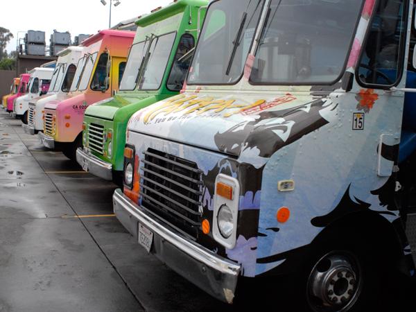 f-trucks-20100730_food-truck-gourmet-row_232