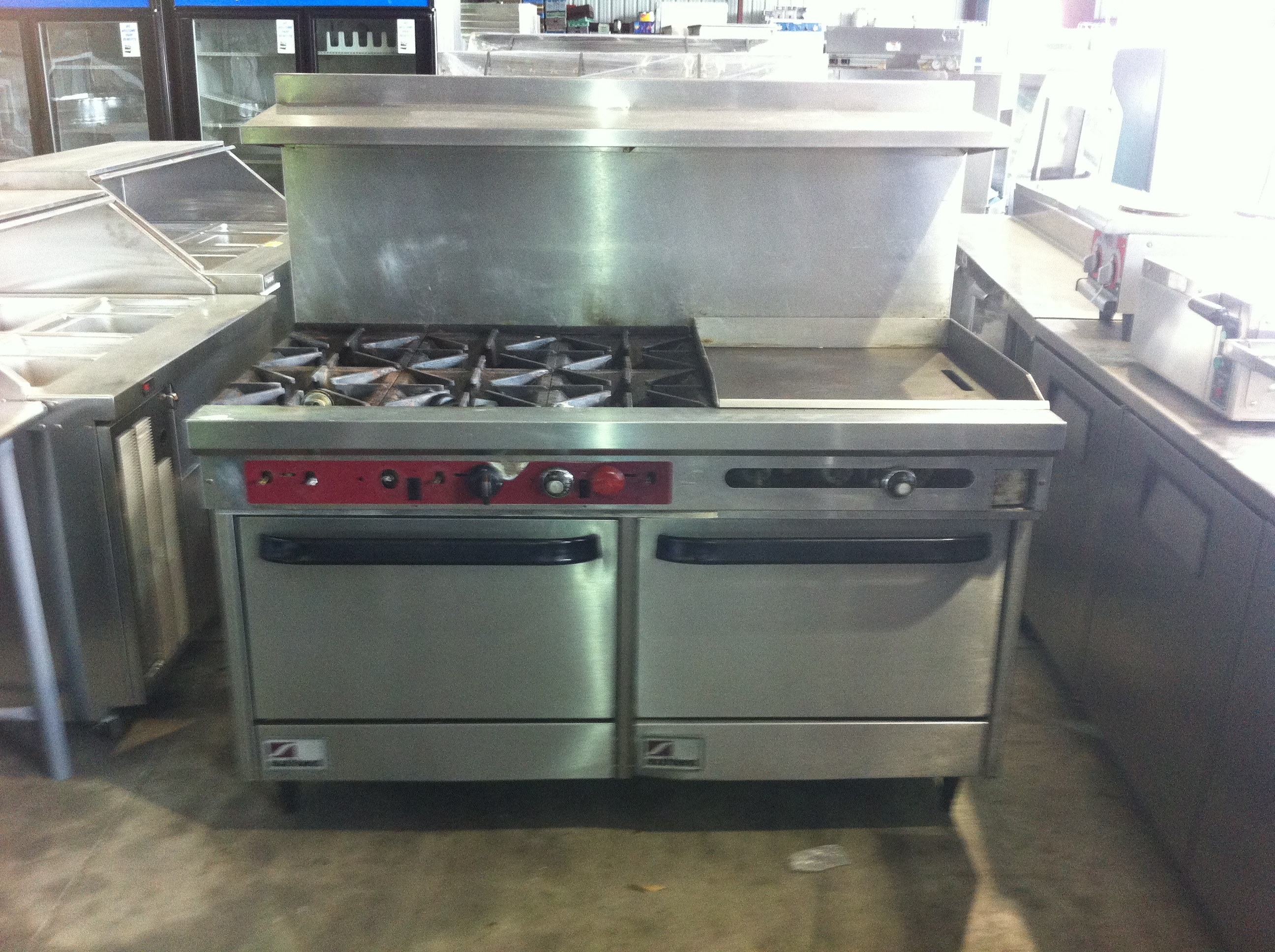 Southbend 6 burner double range oven with 24 flat griddle for Cuisine commerciale equipement