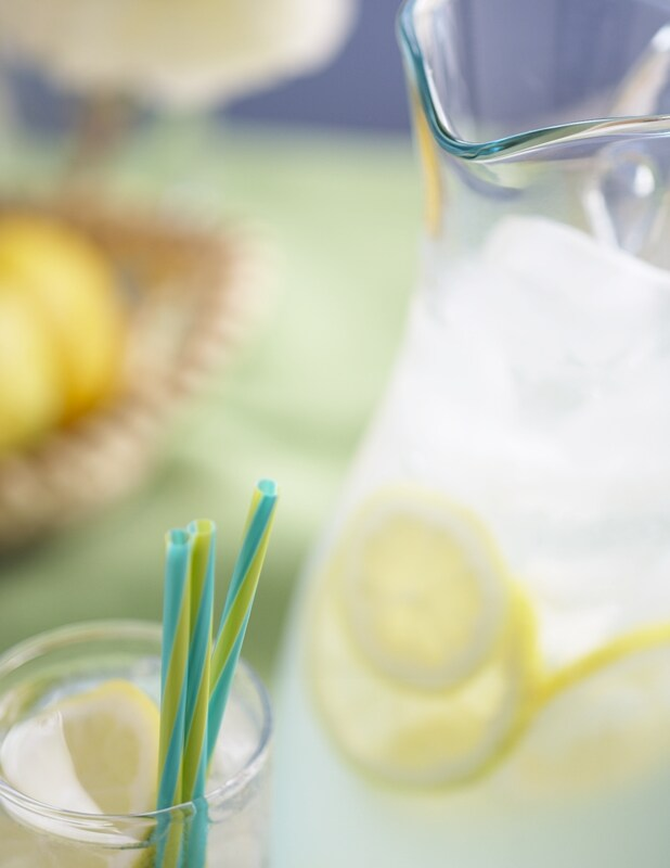 By newleaf01 (Lemonade-009375) [CC BY 2.0 (http://creativecommons.org/licenses/by/2.0)], via Wikimedia Commons